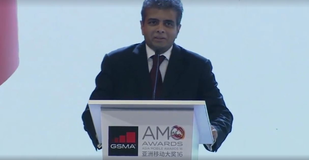 Dr. Hans Wijayasuriya, accepting the GSMA Award for 'Outstanding Contribution to the Asian Mobile Industry'