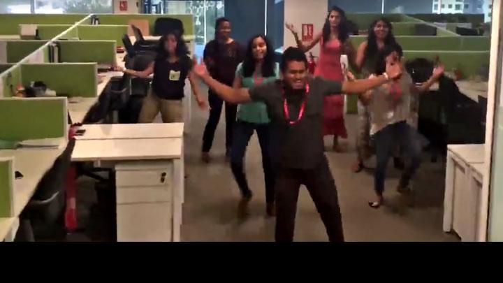 Video Loke imitate dancing act